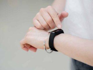 Vòng đeo tay thông minh giúp nâng cao chất lượng cuộc sống của cư dân Vinhomes.